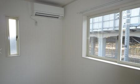 エアコン取り付ける位置を部屋の角にした画像