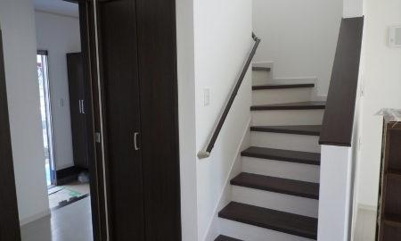 注文住宅の階段と玄関の位置関係の画像