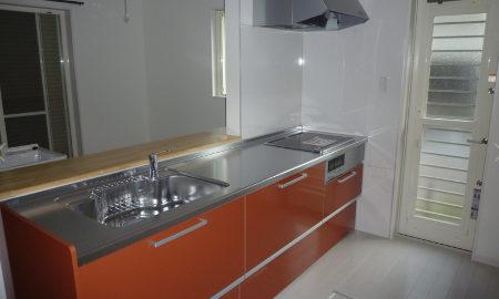 キッチン扉の色を赤にした画像