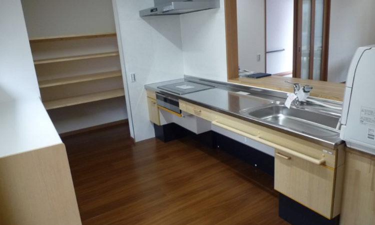 車いす使用者に配慮したキッチンの場増