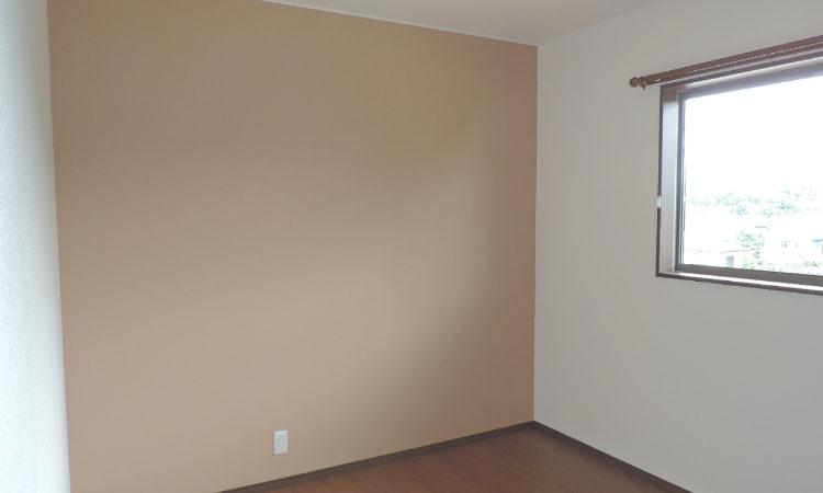 寝室のアクセント壁紙の画像