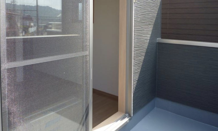 島田市の22坪2階建て2LDK間口2間の家のバルコニー