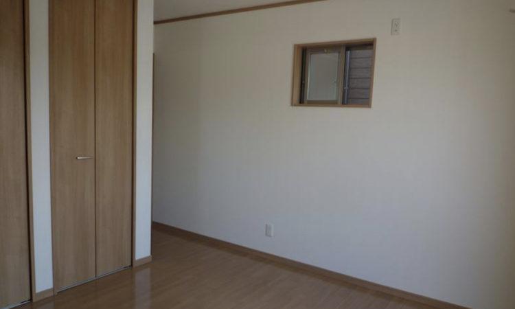島田市の22坪2階建て2LDK間口2間の家の寝室の画像