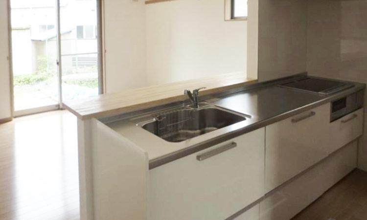 島田市の22坪2階建て2LDK間口2間の家のキッチンの画像