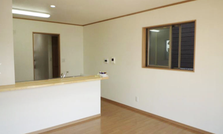 島田市の22坪2階建て2LDK間口2間の家のリビングの画像