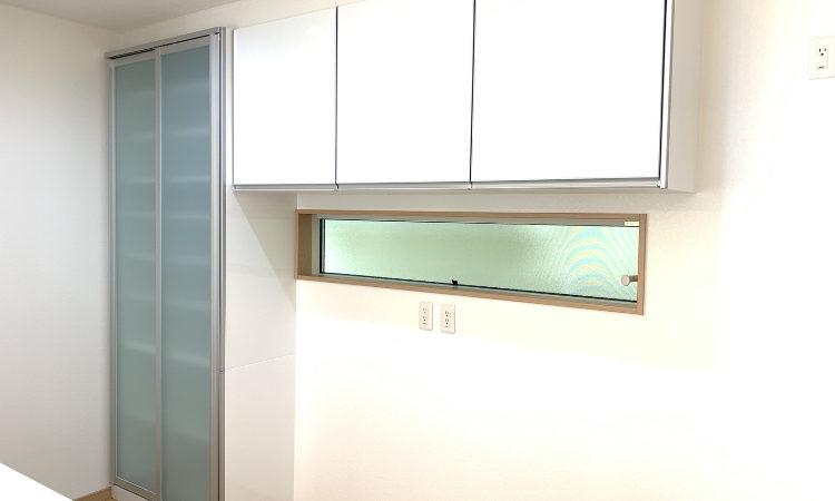 32坪4LDKの家のキッチン背面収納の画像