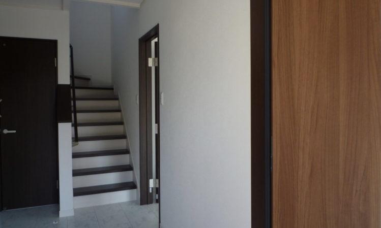 焼津市のルーフバルコニーのある家の玄関内の画像