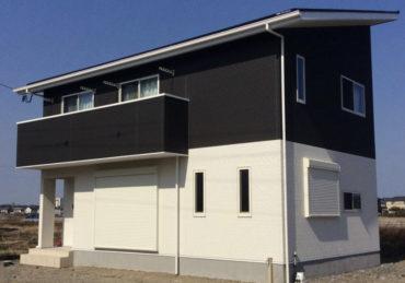片流れ屋根のシンプルなデザイン住宅の画像