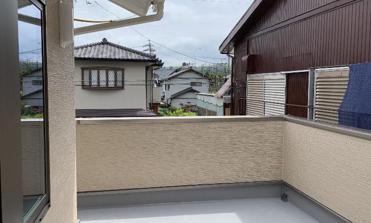 静岡市駿河区の28坪4LDK注文住宅の広いバルコニーの画像